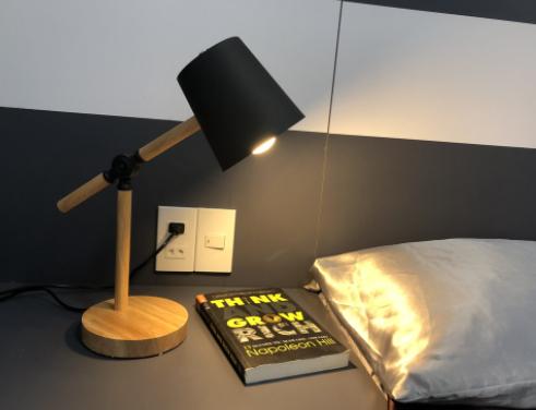 Bóng đèn bàn học