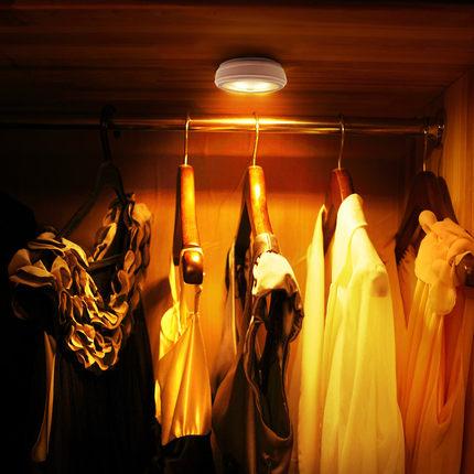 Chiếu sáng nội thất cho tủ quần áo