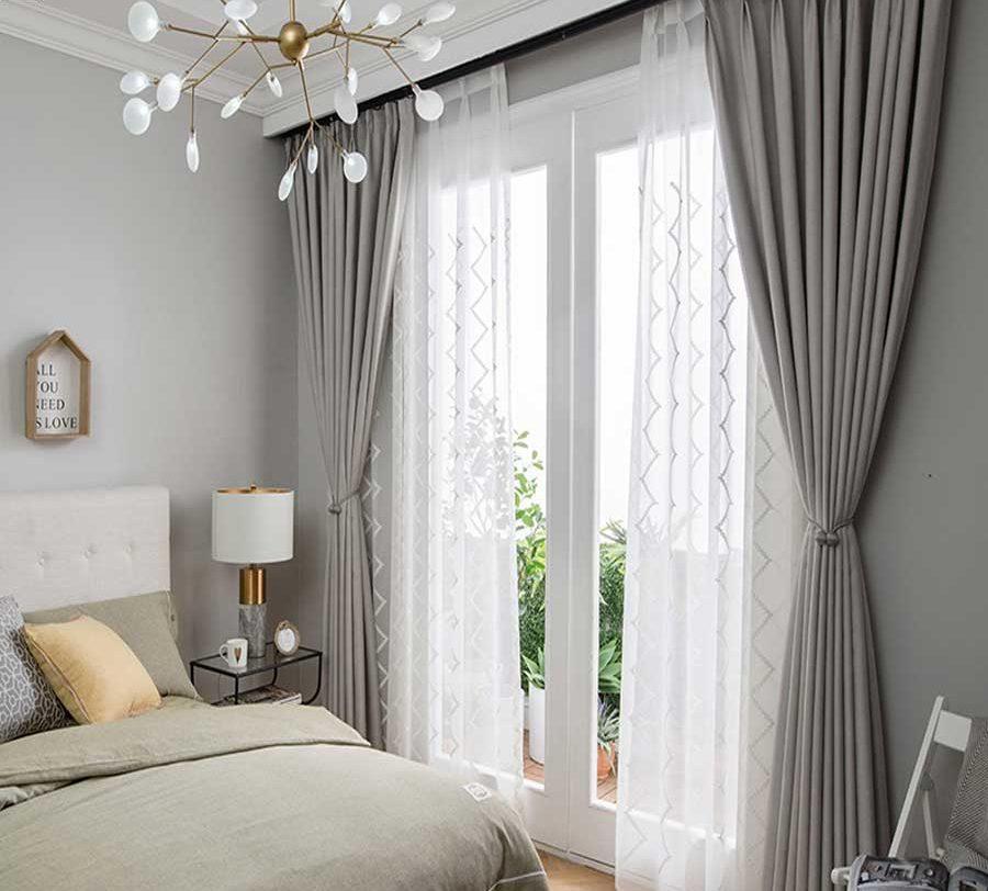 Tự bài trí phòng ngủ giản đơn với rèm cửa